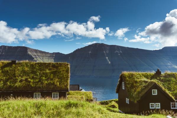 Bio-tak på hytte ved vannet